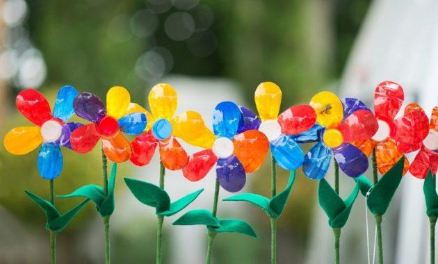 Hiasan bunga dari botol bekas