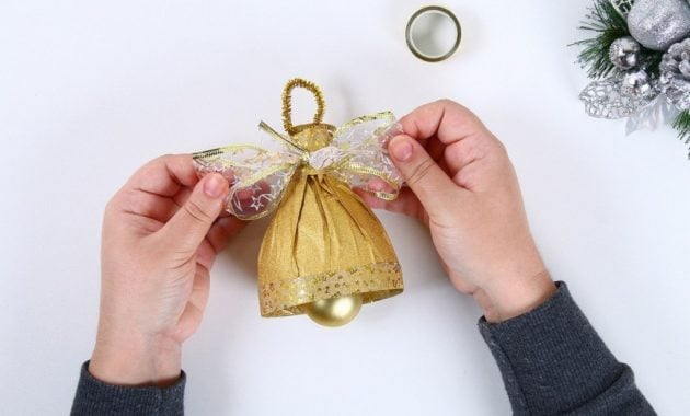 Lonceng Natal dari botol bekas