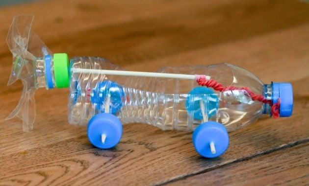 Mobil mainan dari botol bekas