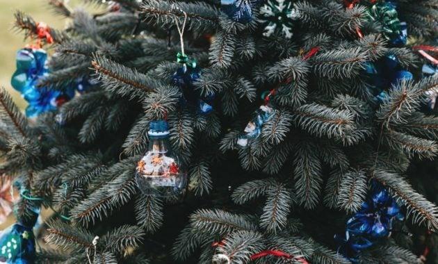 Ornamen Natal dari botol bekas