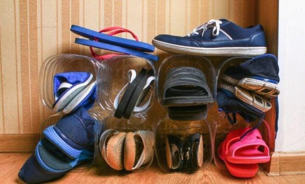 Tempat penyimpanan sepatu dari botol bekas